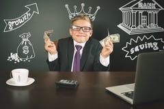 Rei conceptual da imagem dos bancos Banqueiro bem sucedido que guarda o dinheiro foto de stock