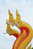 Rei da estátua do naga no templ tailandês Imagens de Stock