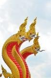 Rei da estátua do naga no templ tailandês Imagens de Stock Royalty Free