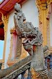 Rei da estátua do naga no templo tailandês Imagens de Stock