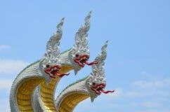 Rei da estátua do naga no templo tailandês Foto de Stock