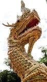 Rei da estátua dourada de buddha dos Nagas Imagens de Stock