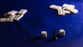 Rei da xadrez e dos dominós Fotografia de Stock