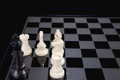 Rei da xadrez encurralado foto de stock