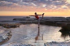 Rei Dançarino Pose - Natarajasana Fotos de Stock Royalty Free