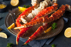 Rei do Alasca orgânico cozinhado Crab Legs imagem de stock royalty free