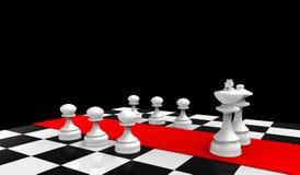 Rei e rainha brancos com os penhores no tabuleiro de xadrez Foto de Stock