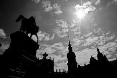 Rei John Estátua e castelo real de Dresden Fotos de Stock Royalty Free