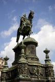 Rei John Estátua fora do teatro da ópera de Semper imagem de stock royalty free