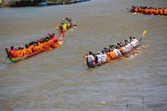 Rei longo tradicional Cup dos barcos de Tailândia da competição Imagens de Stock