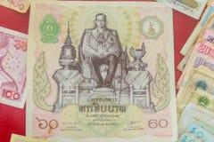 Rei tailandês Bhumibol Adulyadej do vintage em cédulas Baht tailandês velho Fotos de Stock