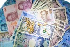 Reiche Banknoten und Münze des Hintergrundgeldes Stockbild