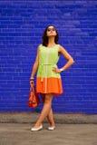 Reicher Farbkontrast auf dem Porträt eines schönen Mädchens Lizenzfreies Stockbild
