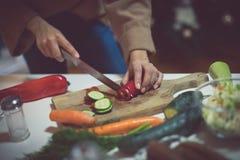 Reichern Sie Ihr Leben mit gesunden Mahlzeiten an stockbilder