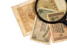 Reichsmarks rachunek Niemcy połysku złoty i magnifier odizolowywający Obrazy Stock