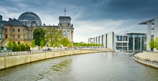 Reichstag和带des Bundes 免版税库存图片