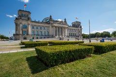 Reichstag大厦前面看法在一个夏日 免版税库存图片