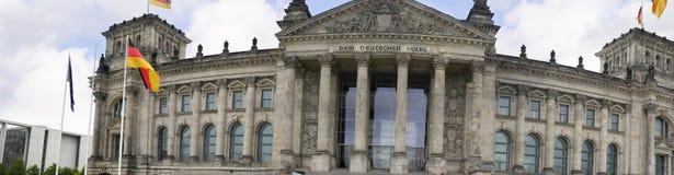 Reichstag是一栋历史的大厦在柏林,德国,被修建安置德意志帝国的皇家饮食 库存照片