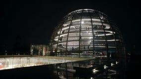 Reichstag柏林德国晚上视图时间间隔的圆顶 股票录像