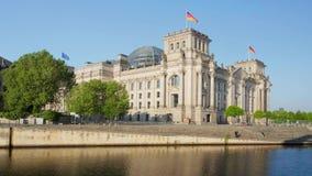 Reichstag établissant la fête allemande de gouvernement et de rivière à Berlin clips vidéos
