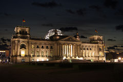 Reichstag на ноче Стоковое Фото