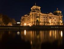 Reichstag bei der Nacht/beim Bundestag, Berlin lizenzfreies stockfoto