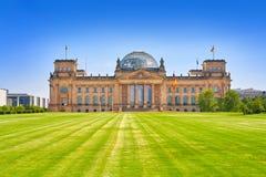 Reichstag Berlim que constrói Deutscher Bundestag Imagens de Stock