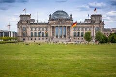 Reichstag budynek w Berlin: Niemiecki parlament Zdjęcie Stock