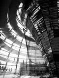 Reichstag budynku wnętrze w czarny i biały obraz royalty free