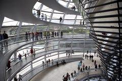 Reichstag - construction du parlement, à l'intérieur du dôme en verre. Berlin photographie stock libre de droits
