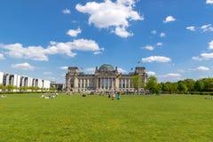 Reichstag die het Duitse parlement Berlijn bouwen stock afbeelding