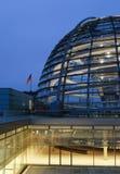 Reichstag e bandeira Fotografia de Stock Royalty Free