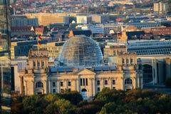 Reichstag-Gebäude bei Sonnenuntergang, Berlin, Deutschland Stockfotos