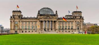Reichstag-Gebäude des deutschen Parlaments in Berlin stockfotografie
