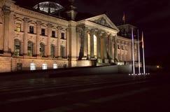 Reichstag Gebäude nachts, Berlin Stockfotos