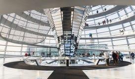 Reichstag Glass kupolingång - tysk Bundestag Arkivfoto