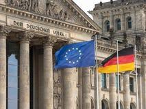 Reichstag i Berlin med EU-flaggan och den tyska flaggan Royaltyfria Bilder