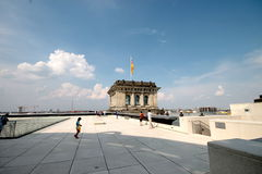 Reichstag kupoltak Arkivfoton