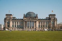 Reichstag que constrói o governo alemão em Berlim, Alemanha Fotografia de Stock Royalty Free