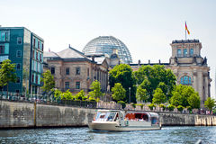 Reichstag und Gelage-Fluss Stockfotos