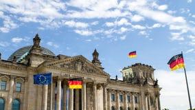 Reichstaghuis van het Duitse parlement in Berlijn stock video