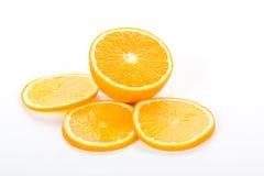 Reichweite der orange Frucht auf Weiß Lizenzfreies Stockbild