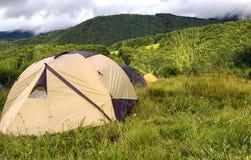 Reichweite der Zelte in den Bergen Lizenzfreie Stockfotografie