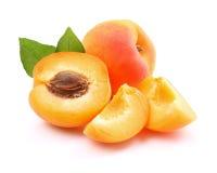 Reife Aprikosen mit Scheiben Lizenzfreies Stockbild