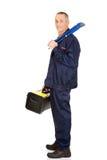 Reife Arbeitskraft mit Werkzeugkoffer und Schlüssel Lizenzfreie Stockfotos