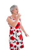 Reife Dame bittet um Aufmerksamkeit lokalisiert auf Weiß. lizenzfreies stockfoto
