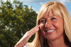 Reife Dame Touching Her Face Lizenzfreie Stockbilder