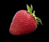 Reife Erdbeeren auf schwarzem Hintergrund Stockbilder