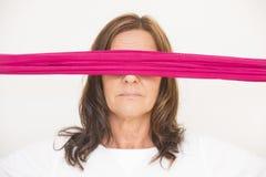 Reife Frau mit Augenbinde Stockbilder