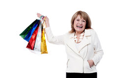 Reife Frau mit Einkaufstaschen Stockbilder